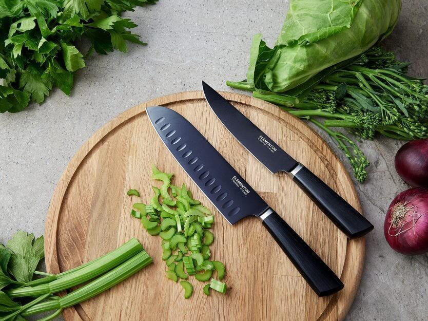 kniv med grönsaker